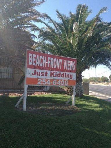 Campaña inmobiliaria que bromea con vistas a la playa