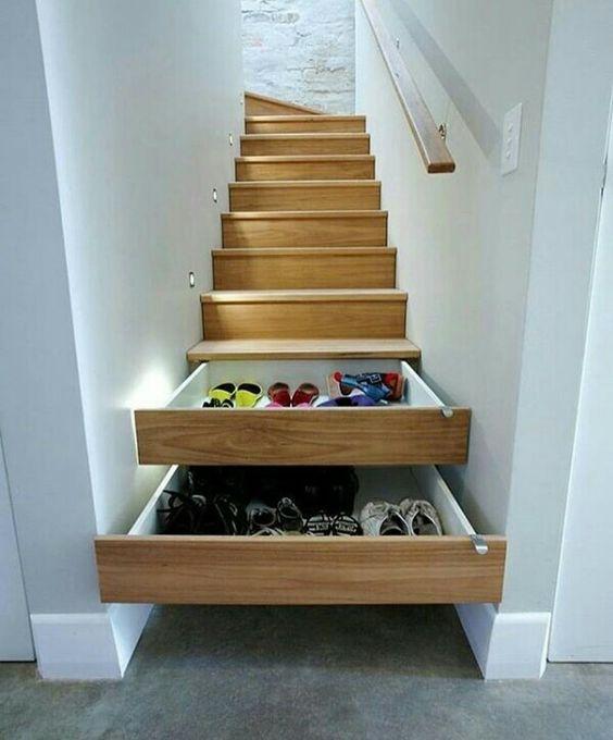 Los zapatos en las escaleras